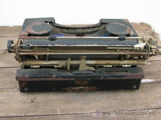 Antigüedades: Maquina de escribir de la casa ROYAL, muy antigua ideal colección. - Foto 4 - 38339479