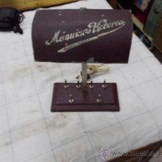 Antigüedades: LAMPARA DE MAQUINA DE COSER MAQUINAS VICTORIA. Lote 38362420
