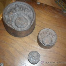 Antigüedades: LOTE DE 3 PESAS DE HIERRO FUNDIDO PARA BALANZA ANTIGUAS. Lote 38364577