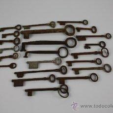 Antigüedades: LOTE DE 22 LLAVES EN METAL DIFERENTES TAMAÑOS S XIX.. Lote 38383426