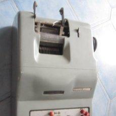 Antigüedades: ANTIGUA SUMADORA ELECTRICA HISPANO OLIVETTI AÑOS 60 - FALTA CABLE ALIMENTACION, 13 KG, + INFO. Lote 38408867