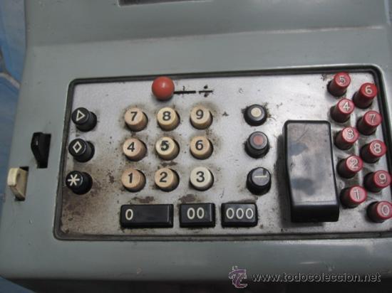 Antigüedades: ANTIGUA SUMADORA ELECTRICA HISPANO OLIVETTI AÑOS 60 - FALTA CABLE ALIMENTACION, 13 kg, + info - Foto 5 - 38408867