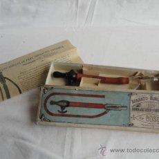 Antigüedades: ANTIGUO APARATO AURICULAR PARA IRRIGACIÓN CONTINUA DR. BOSCH. CON CAJA ORIGINAL E INSTRUCCIONES.. Lote 38656314