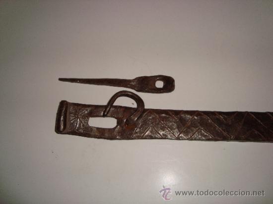 Antigüedades: INUSUAL ALDABA CINCELADA - Foto 7 - 38668830