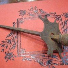Antigüedades: ANTIGUO Y AUTENTICO CLAVO DE FORJA CON BOLA DE AVELLANA ORIGINAL DEL SIGLO XVI - GRAN TAMAÑO -. Lote 38727426