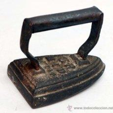 Antigüedades: PLANCHA HIERRO FUNDIDO FINALES S XIX. Lote 38768498