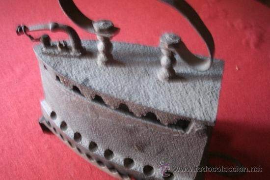 Antigüedades: ANTIGUA PLANCHA DE CARBÓN FABRICADA EN HIERRO FORJADO CON SOPORTE - ORIGINAL SIGLO XIX - - Foto 13 - 38867548