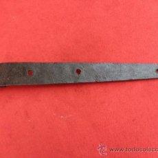 Antigüedades: PEQUEÑA BISAGRA DE FORJA B-41. Lote 38984740