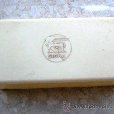 Antigüedades: CAJA PARA ACESSORIOS MAQUINA DE COSER SIGMA (VACIA, 16,5 X 8 X 4CM APROX). Lote 38993655