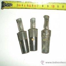 Antigüedades: ANTIGUAS CLAVIJAS DE PLANCHA ELECTRICAS DE BAQUELITA MUY BUSCADAS SON 3 EN TOTAL . Lote 38999425