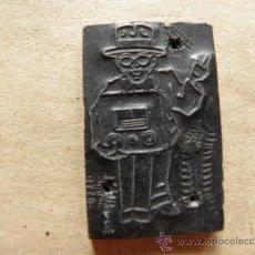 Antigüedades: PLANCHA PARA IMPRESION EN IMPRENTA - HOMBRE CON SOMBRERO Y UNA RADIO ANTIGUA. Lote 39119288
