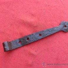 Antigüedades: ANTIGUA BISAGRA DE FORJA B-54. Lote 39163407