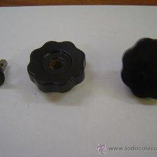 Antigüedades: JUEGO DE POMOS MANDO RODILLO OLIVETTI MODELO M-40. Lote 39179284