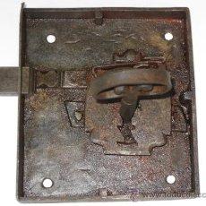Antigüedades: CERRADURA ANTIGUA EN HIERRO FORJADO. PPOS. SIGLO XX. FUNCIONANDO.. Lote 39187924