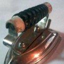 Antigüedades: PLANCHA ELÉCTRICA ANTIGUA DE VIAJE - AÑOS 60 - RHA. Lote 39226097