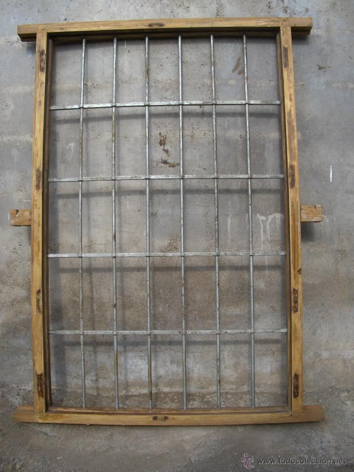 marco ventana antiguo con reja encastrada en ma - Comprar Objetos ...