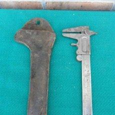 Antigüedades: CALIBRADOR CON FUNDA DE CUERO. Lote 39414602