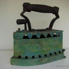 Antigüedades: ANTIGUA PLANCHA DE CARBON. PINTADA DE COLOR VERDE. Lote 39574835