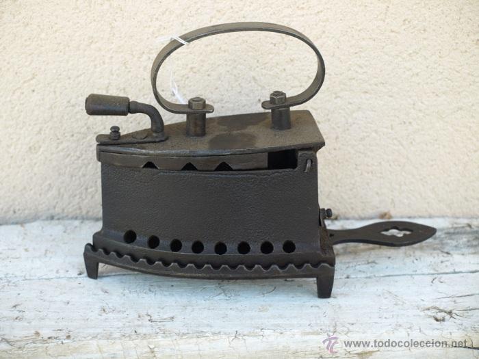 PLANCHA HIERRO. C 1900. TRESPIES HIERRO FUNDIDO. (Antigüedades - Técnicas - Planchas Antiguas - Carbón)