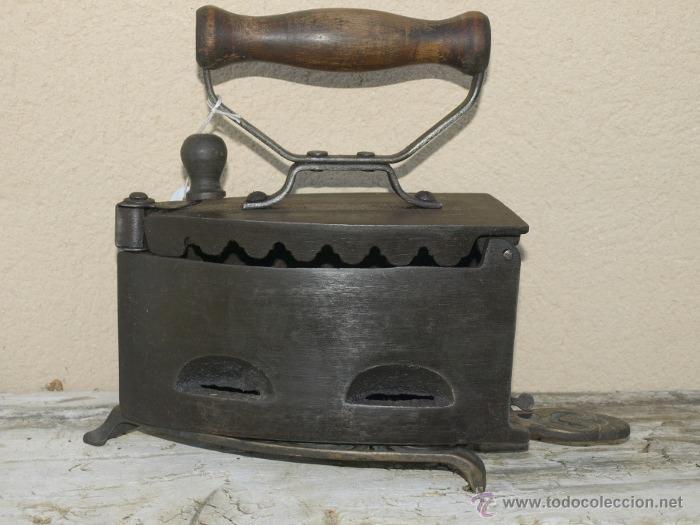 PLANCHA HIERRO. C 1900. TRESPIES BRONCE. (Antigüedades - Técnicas - Planchas Antiguas - Carbón)