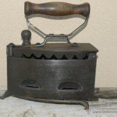Antigüedades: PLANCHA HIERRO. C 1900. TRESPIES BRONCE.. Lote 39599153