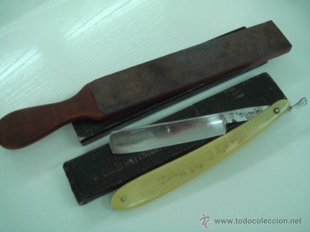 Antigüedades: navaja de afeitar diamante cachas de hueso y correa asentador de barbero - Foto 2 - 39643494