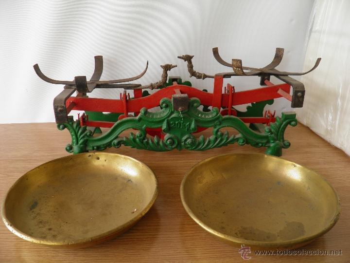 Antigüedades: Antigua balanza o peso con sus platos de metal, para 20 kilos. - Foto 3 - 39685115