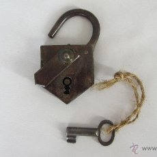 Antigüedades: CANDADO DE FORJA CON LLAVE. Lote 39710181