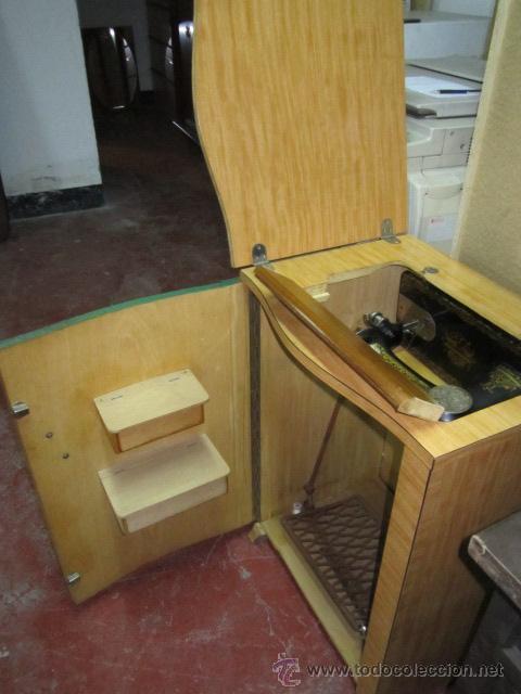 Antigüedades: Máquina de coser Singer, encastrada en mueble de formica. Medida mueble: 41 x 57,5 x 80 cms. altura. - Foto 3 - 39912591