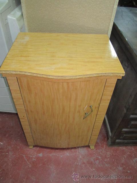 Antigüedades: Máquina de coser Singer, encastrada en mueble de formica. Medida mueble: 41 x 57,5 x 80 cms. altura. - Foto 4 - 39912591