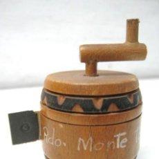 Antigüedades: ANTIGUO UTIL DE COSTURA CINTA METRICA. Lote 39923703