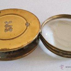 Antiquitäten - antigua lupa plegable de laton y acero con iniciales en tapa (7x1,5cm aprox) - 39936285
