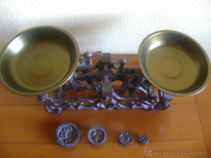 Antigüedades: Balanza con 4 pesas - Foto 2 - 199896982