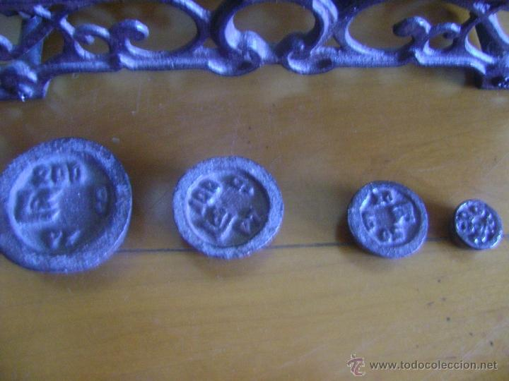 Antigüedades: Balanza con 4 pesas - Foto 3 - 199896982