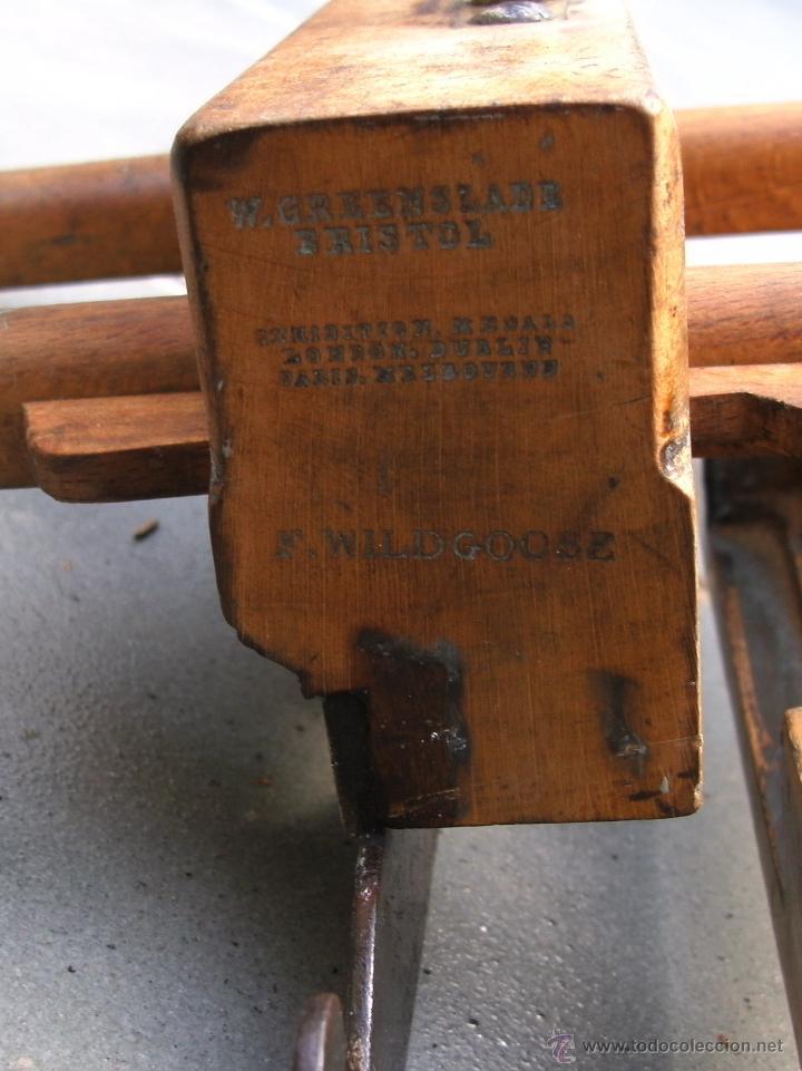 Antigüedades: cepillo/acanalador de carpintero, con 2 guias, fabricante w,greenslade, bristol, princ XX aprox - Foto 7 - 39965668