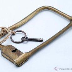 Antigüedades: CANDADO BRONCE S XIX CON SU LLAVE ORIGINAL. Lote 40028116