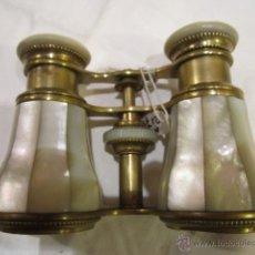 Antigüedades: PRISMÁTICOS ANTIGUOS EN NÁCAR Y BRONCE. . 10 X 7 CMS.. Lote 40042214