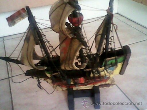 ANTIGUO BARCO DE PIRATA,DE MADERA,Y PINTADO A MANO, TELA IMITANDO LA PIEL.ESTA ASINADO .HANSA-KOGGE (Antigüedades - Antigüedades Técnicas - Marinas y Navales)