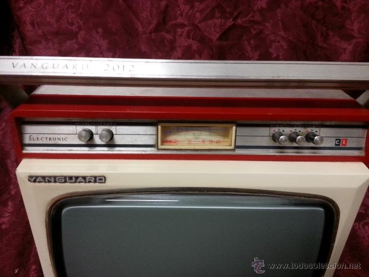 Antigüedades: Antigua television portatil vanguard 2012. FABRICADA EN ESPAÑA - Foto 2 - 40140254