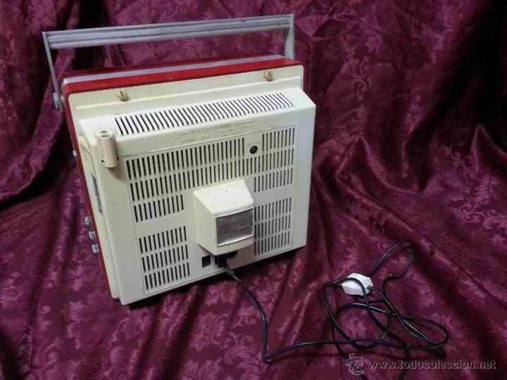 Antigüedades: Antigua television portatil vanguard 2012. FABRICADA EN ESPAÑA - Foto 3 - 40140254