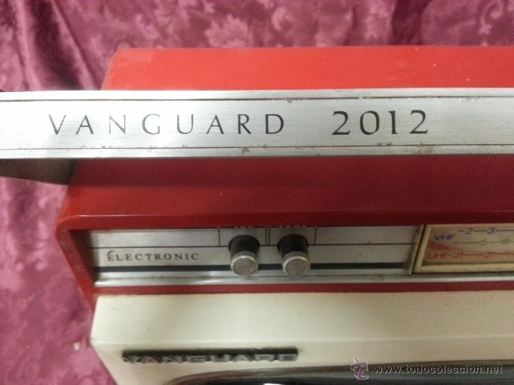 Antigüedades: Antigua television portatil vanguard 2012. FABRICADA EN ESPAÑA - Foto 4 - 40140254