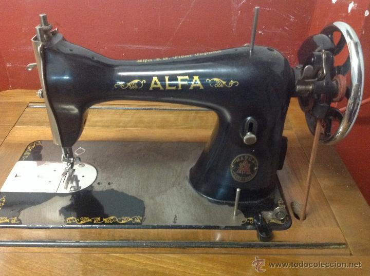 Antigüedades: Máquina de coser y bordar Alfa, de bobina central, mod. A, Eibar, completa. - Foto 2 - 40145869