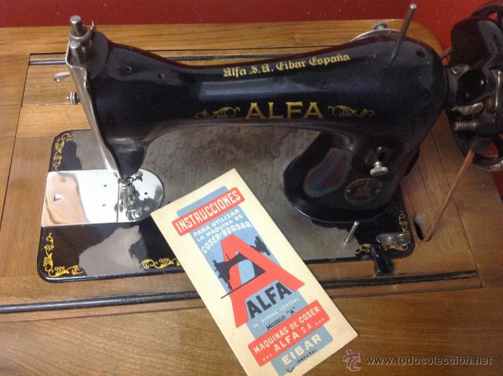 Antigüedades: Máquina de coser y bordar Alfa, de bobina central, mod. A, Eibar, completa. - Foto 7 - 40145869