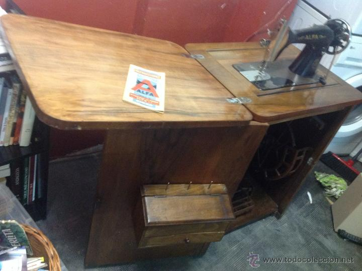 Antigüedades: Máquina de coser y bordar Alfa, de bobina central, mod. A, Eibar, completa. - Foto 14 - 40145869