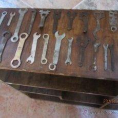 Antigüedades: LOTE DE ANTIGUAS LLAVES DE BICICLETA, MOTOS,..... Lote 40169742