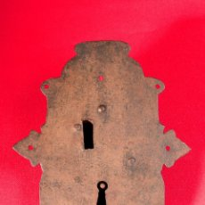 Antigüedades: CERRADURA EN HIERRO FORJADO SIGLO XVIII. Lote 40190532