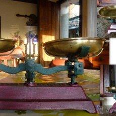 Antigüedades: BALANZA DE HIERRO COLADO Y PLATOS DE BRONCE MIDE 35 CM DE LARGO. Lote 40190047