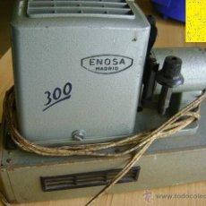 Antigüedades: PROYECTOR ENOSA 300 (MADRID) CON MALETA METÁLICA. PARA DIAPOSITIVAS. Lote 40227233