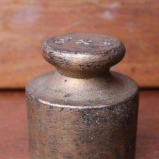 Antigüedades: EXTRAÑA Y ANTIGUA PESA DE HIERRO MARCADA CON UNA R UNA CRUZ 1KG AUNQUE PESA 1300 GR. Lote 40346558
