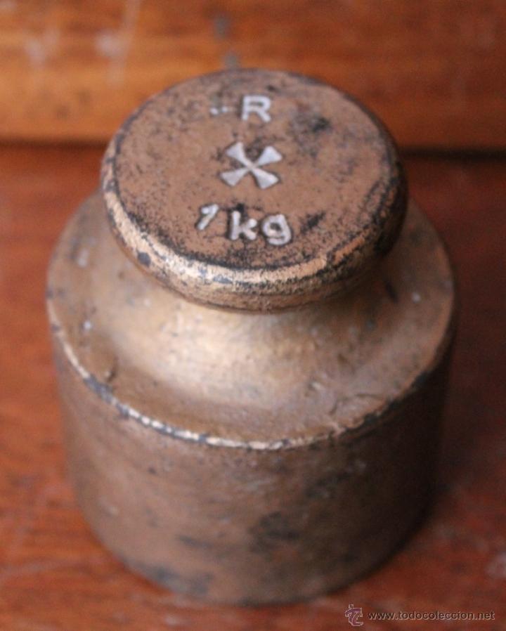 Antigüedades: EXTRAÑA Y ANTIGUA PESA DE HIERRO MARCADA CON UNA R UNA CRUZ 1KG AUNQUE PESA 1300 GR - Foto 2 - 40346558
